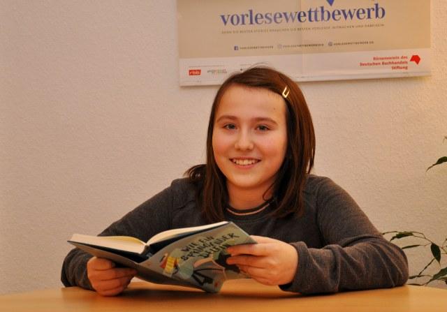 Miltenberg, halbig-Buchhandlung, Kreisentscheid des Vorlesewettbewerbs, Alina Kratwold Foto: Annegret Schmitz BU: Die beste Vorleserin im landkreis Miltenberg ist die elfjährige Alina Kratwold, die in Kirschfurt zuhause ist.